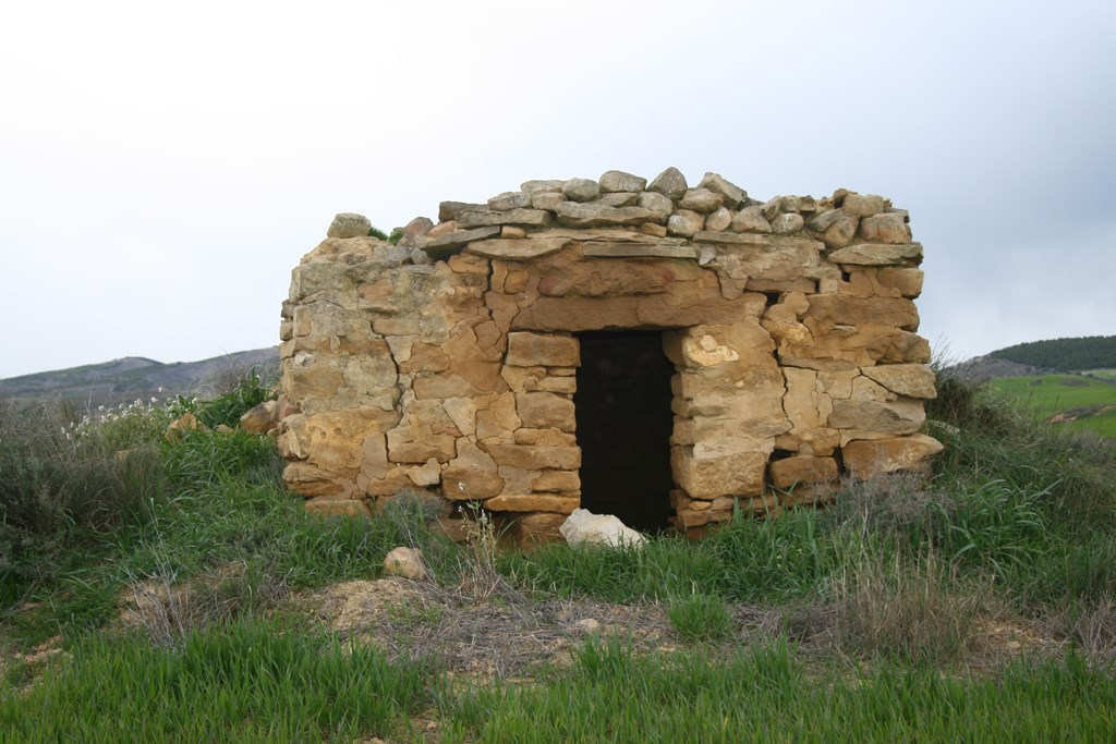 Cabaña junto pozo camino Andosilla